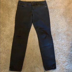 Grey mid-rise jeggings